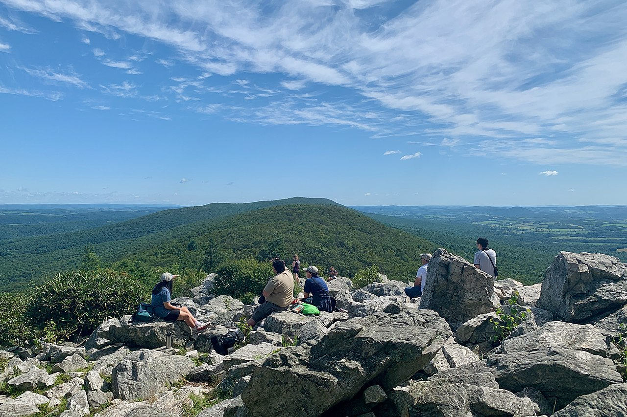 View, looking northeast, of Hawk Mountain and Blue Mountain from the North Lookout at Hawk Mountain Sanctuary in Pennsylvania. Photo by Zeete / Wikimedia Commons.